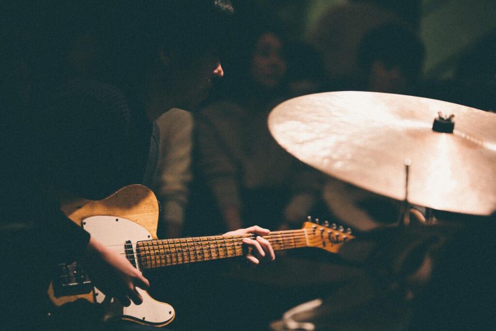 ギタリスト人生名盤10 岡田拓郎「王道とは違う視点を」