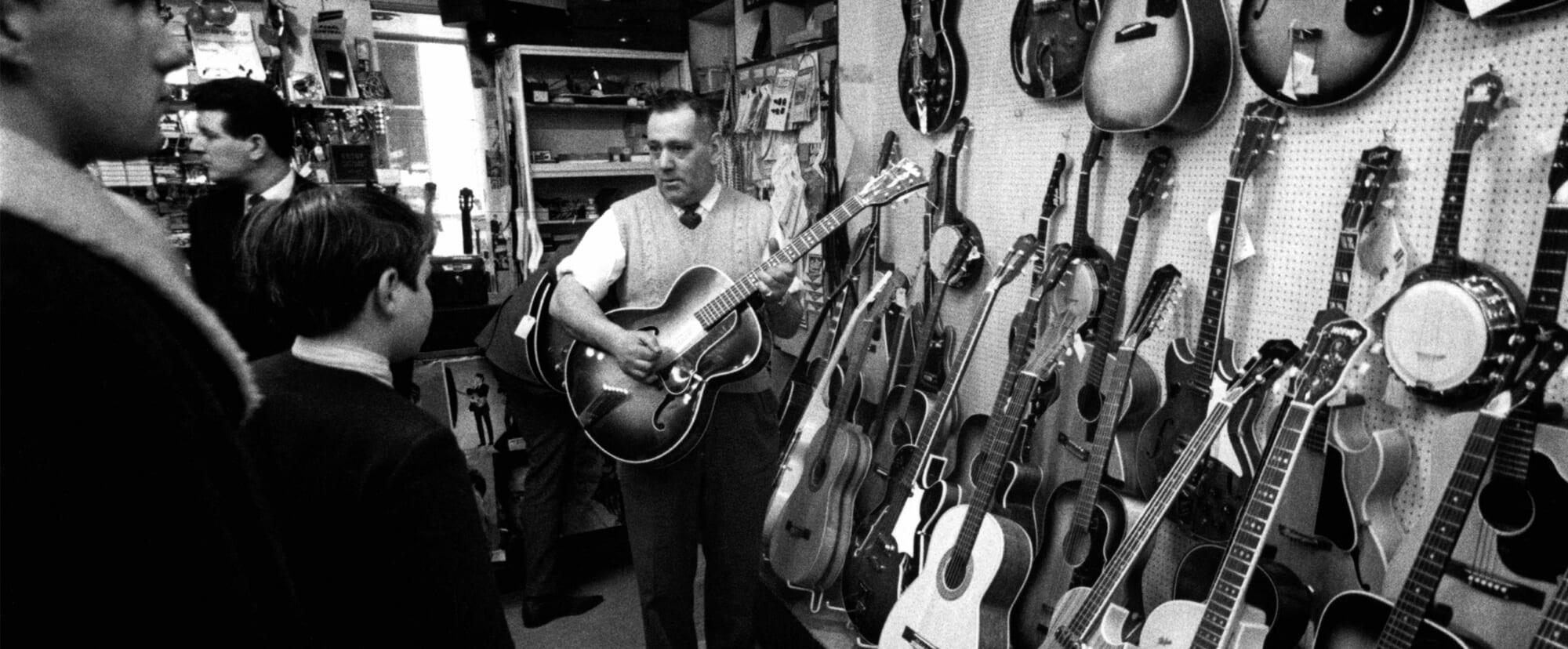プロ・ギタリストが教えるドヤ顔・試奏フレーズ集。