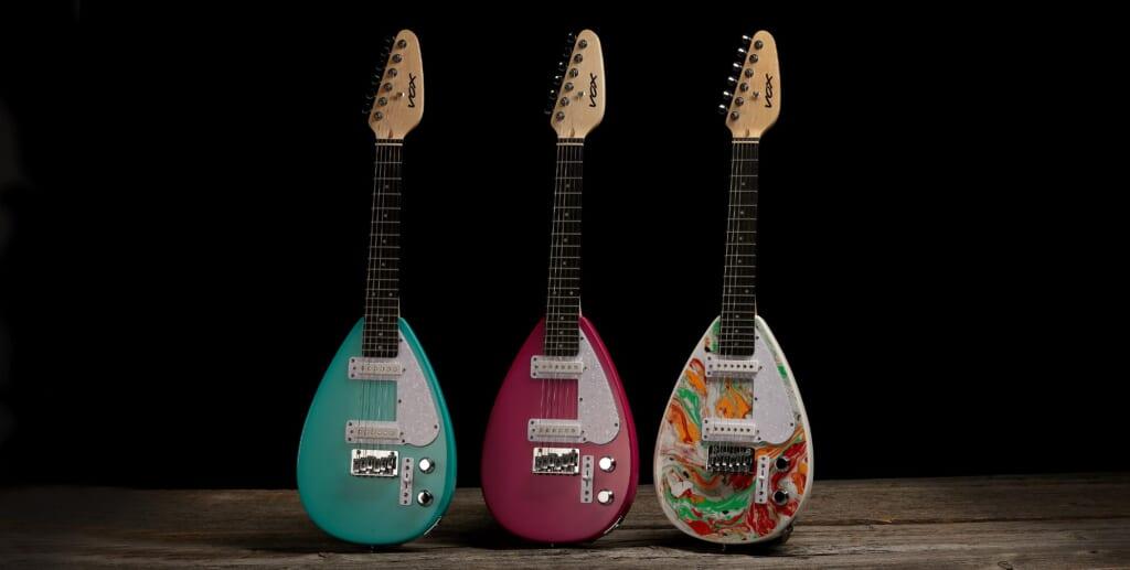 旅行やキッズへのプレゼントにも最適なVOXのティアドロップ型ミニ・ギター