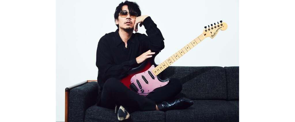 """Ken(L'Arc-en-Ciel)のシグネチャー・ギター""""Galaxy Red""""の最新版がフェンダーより発売"""
